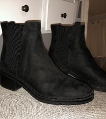 Nove bershka cizme