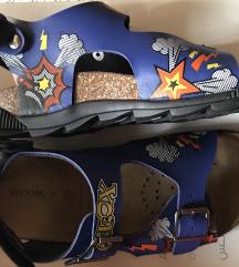 Nove Geox sandale br.32
