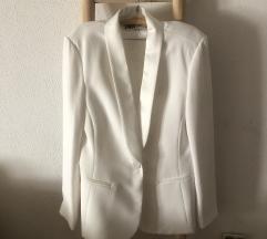 Zara bijelo smoking odijelo