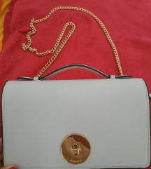 mala torbica (Carpisa)