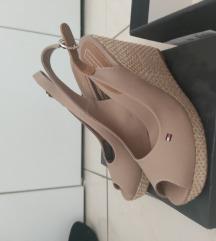 Nove Tommy Hilfiger sandale na punu petu