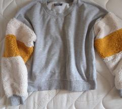 Bershka topla majica sa krznom