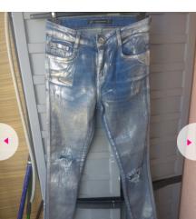Zara metalizirane traperice