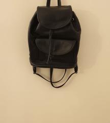 Crni kožni ruksak REZERVIRANO