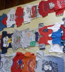 Hrpa dječjih majici i kratkih hlačica