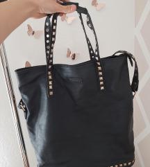 Velika crna torba sa zakovicama