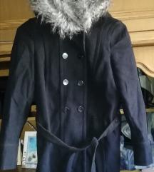 Crni kaputić S zara