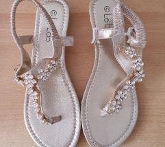Nove zlatne sandale
