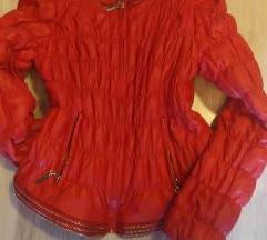 Crvena jakna 50 kn ili