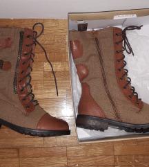 Nove cizme 36 br (sa pošt.)