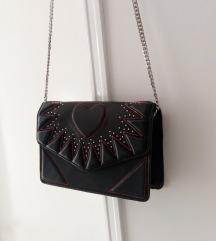 Crna torba sa zakovicama