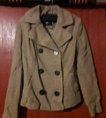 Kratki smeđi kaput