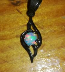 Privjesak za lančić bijeli fire opal