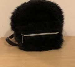 Stradivarius Crni cupavi ruksak