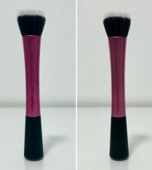Real Techniques stippling brush