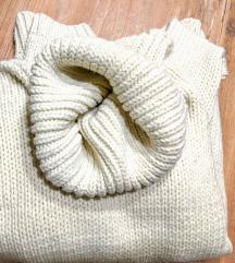 Bijela dolcevita pulover