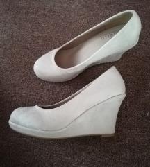 Nove bež cipele 37