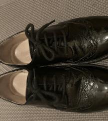 Prodajem oxfordice kožne lakirane crne cipele