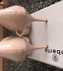 Nude salonke