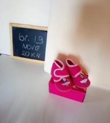 Nove papuče za curicu