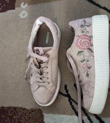 Puder roze tenisice