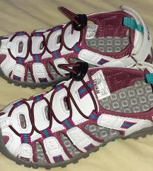Mckinley potpuno nove sportske sandale 31