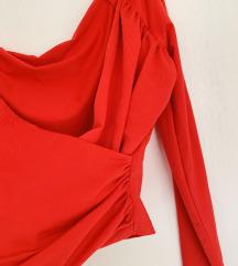40 KN % Bershka crvena majica na preklop - novo