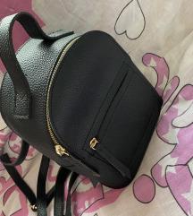 Crni ruksakic