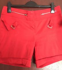 Crvene kratke hlačice