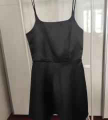 Mala crna haljinica