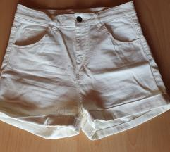 Bijele kratke hlače 38