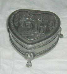 kutija metalna srce