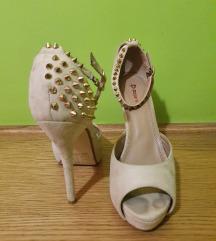 Sandale na petu sa zakovicama