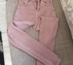Prljavo roza hlače