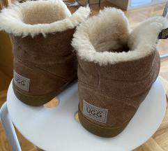UGG Australia čizme sa čvrstim đonom