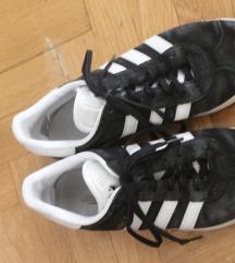 Ženske Adidas tenisice, broj 42
