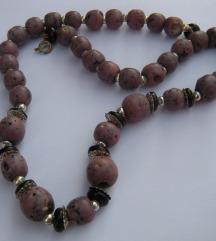 Ogrlica od ljubičastog kamena