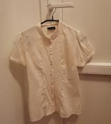 bijela košulja sa slatkim vezenim detaljem