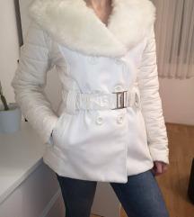 bijela zimska jakna kaput