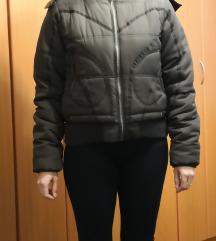 Ženska jaknica za jesensko vrijeme