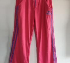 Capri pink trenirka hlače