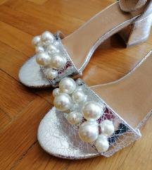 Srebrne sandale s biserima