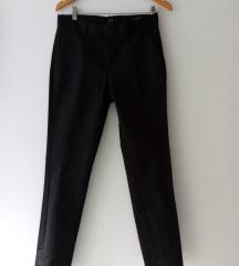 Nove, crne satenizirane hlače na crtu iz Hm-a, S