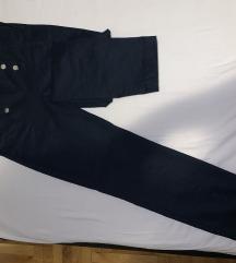Tamnoplave hlače na crtu