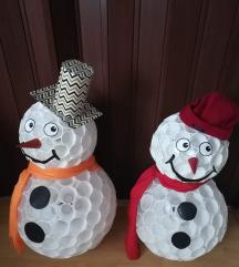 snjegović od plastičnih čaša
