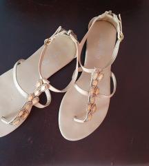 Niske bež sandale sa kristalima