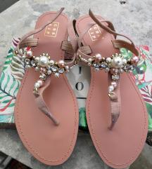 Nove sandale na petu, postarina uključena