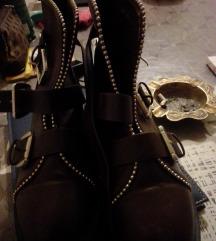 Reserved cizme 35-36 broj