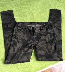 Rastezljive hlače vel.38