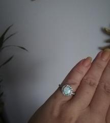 Prsten s opalom i cirkonima